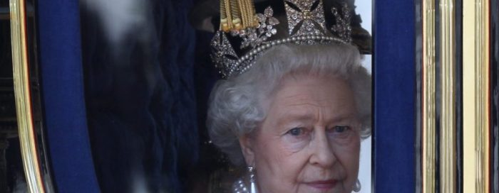 queen-elizabeth-holy-war-warning-900x350